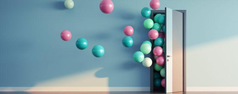 baloes voando alto simbolizando novidades