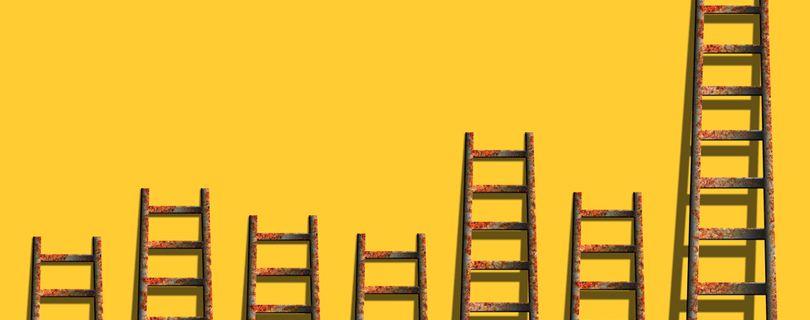 escadas representando concorrencia