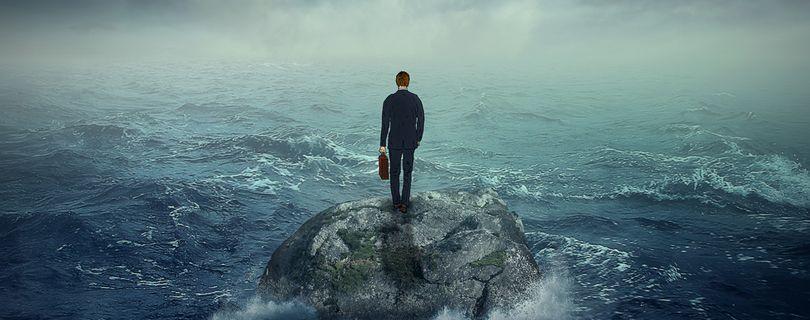homem perdido no mar