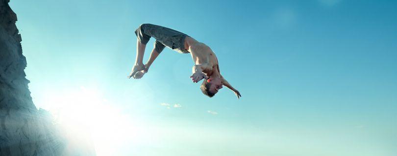 homem pulando alto