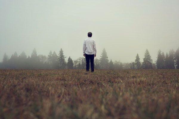 homem sozinho