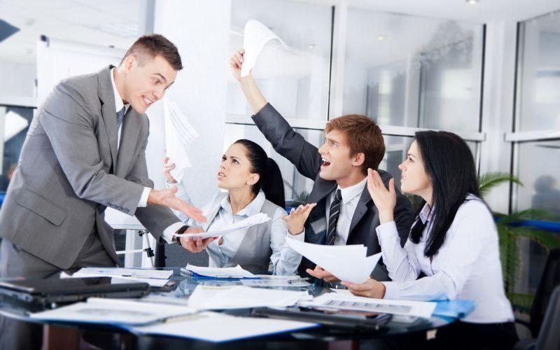 Briga no escritório