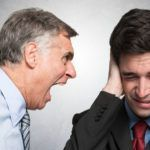 Como lidar com um chefe agressivo