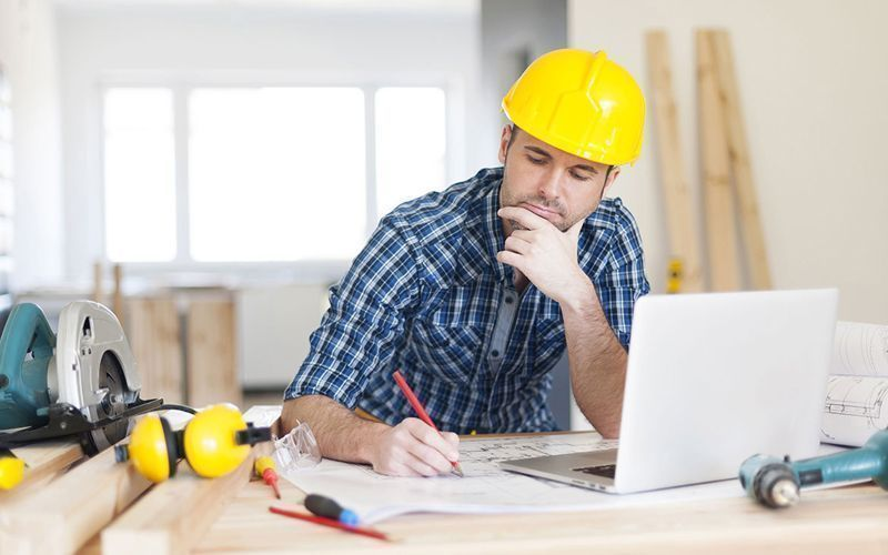 Construtor planejando