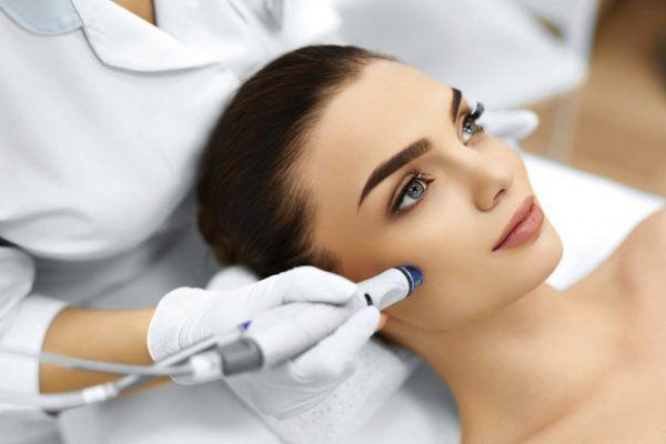 O que uma Cosmetologista faz