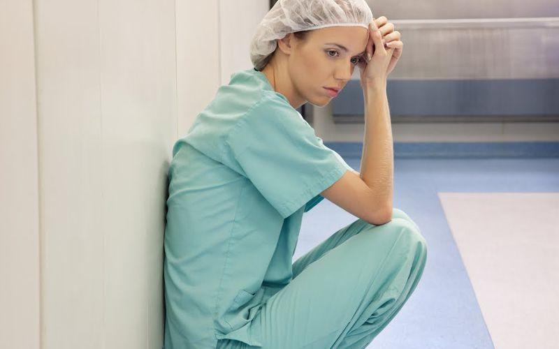 Enfermeira cansada