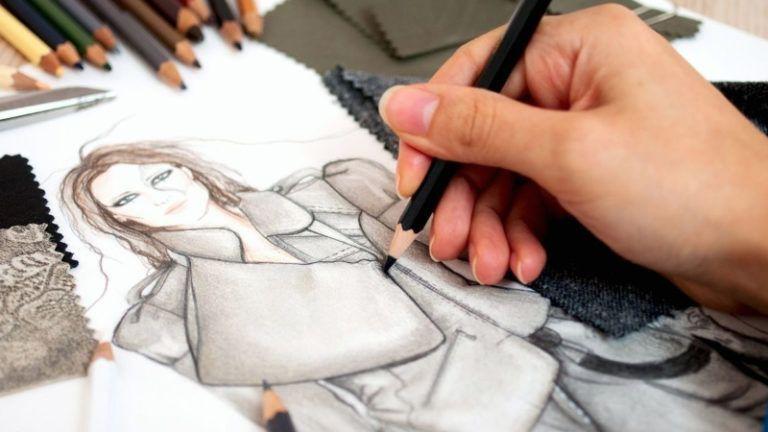 Estilista desenhando