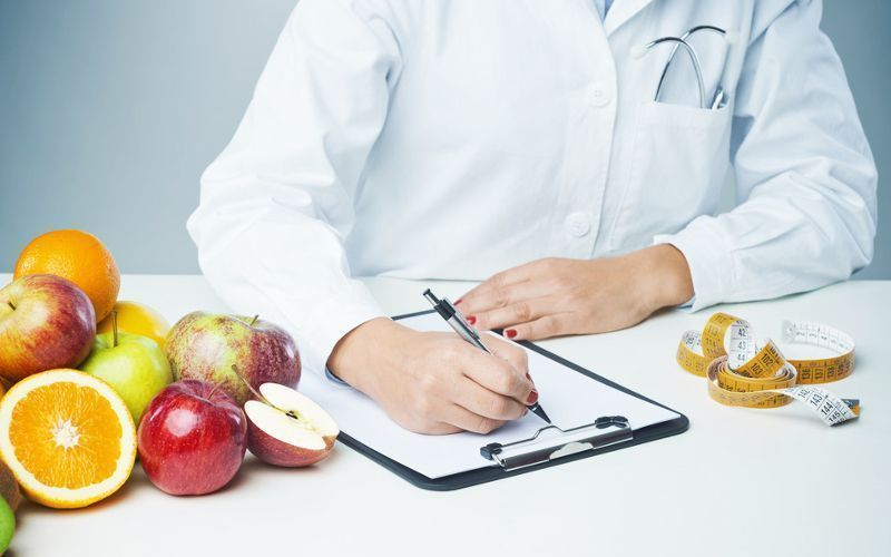 Nutricionista em atendimento