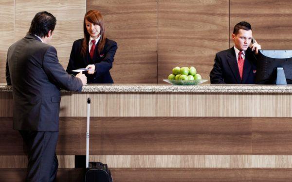 Como trabalhar como recepcionista